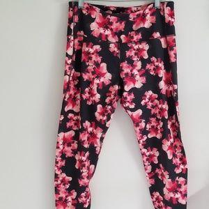 Old Navy pink and black floral capri pants L